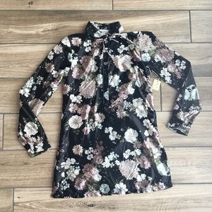 Vintage 1970s Shapely long sleeve floral blouse